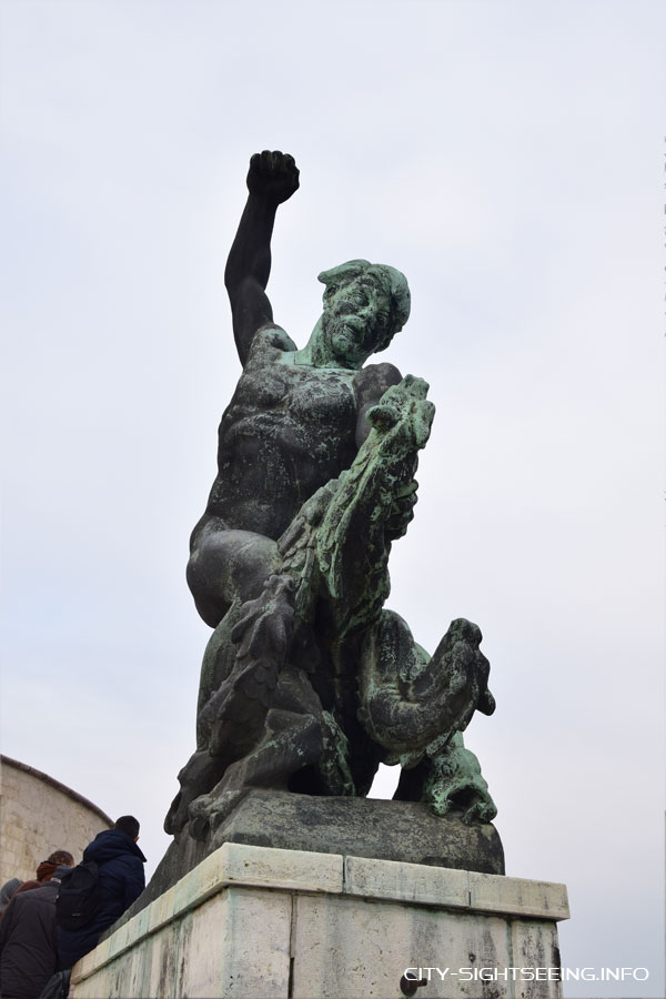 Drachentöter, Budapest